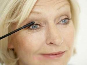 راهکارهای آرایشی ویژه خانم های مسن