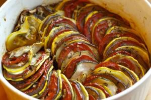 روش درست کردن خوراک سبزیجات راتاتوی به دو روش