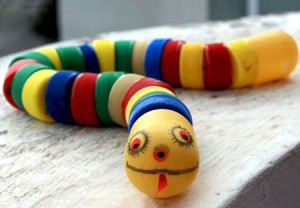 آموزش تصویری ساخت عروسک مار با لوازم دور ریختنی