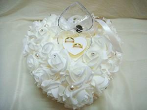 مدل تزیین جا حلقه ای عروس و داماد روی کوسن